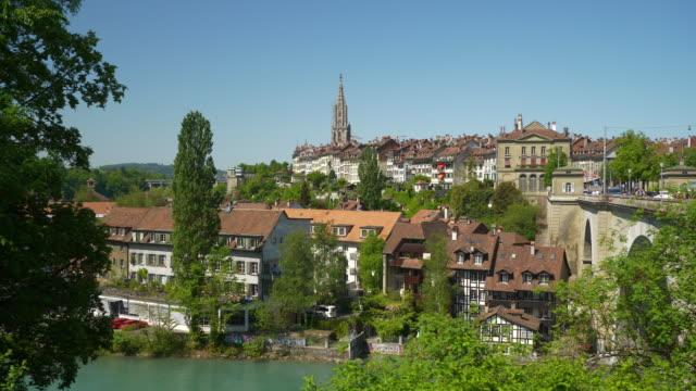 Suiza-Berna-paisaje-urbano-día-soleado-junto-al-río-famoso-panorama-4k