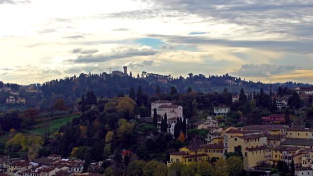 Hermosa-vista-aérea-de-Florencia-desde-la-plataforma-de-observación-del-Palazzo-Vecchio-