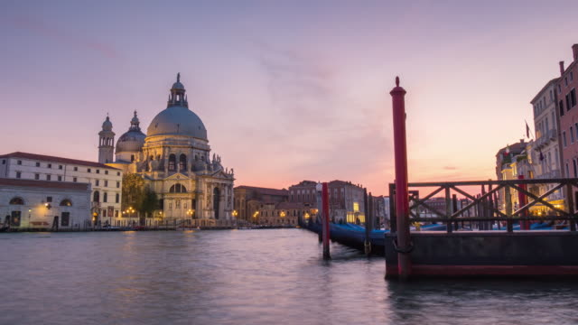 italy-venice-grand-canal-santa-maria-della-salute-basilica-sunset-water-traffic-panorama-4k-time-lapse