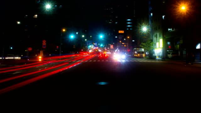 Enfoque-profundo-Nightlapse-junto-a-la-Avenida-Yasukuni-en-Nakano-gran-tiro