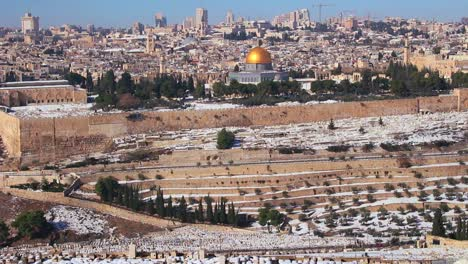 Wide-view-overlooking-Jerusalem-and-the-Temple-Mount-following-an-unusual-snowfall-3