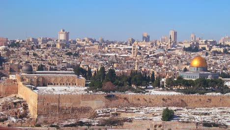 Wide-view-overlooking-Jerusalem-and-the-Temple-Mount-following-an-unusual-snowfall-5