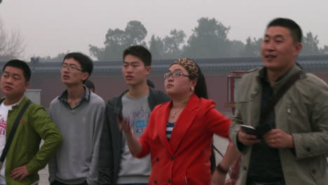 Chinese-tourists-visit-the-Forbidden-City-in-Beijing-and-take-pictures-on-modern-cellphones