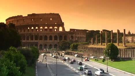 The-Coliseum-in-Rome-with-traffic-passing-3