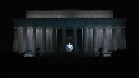 The-Lincoln-Memorial-in-Washington-DC-with-visitors-approaching-from-a-distance-1