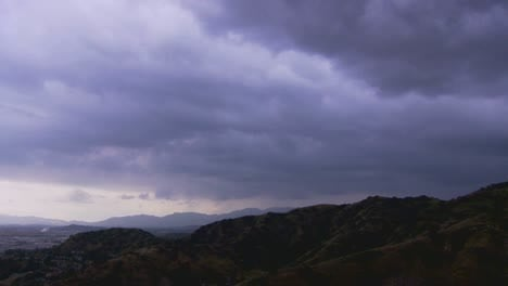 Dark-clouds-move-across-the-sky-as-a-storm-approaches-2