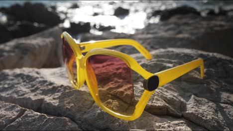 Yellow-Sunglasses-4K-01