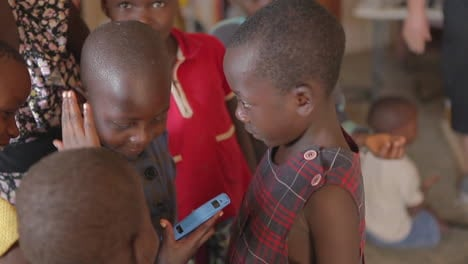 Africa-children-admire-a-cell-phone-1