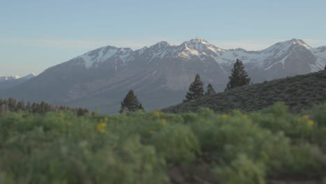 Rising-shot-over-the-Sierra-Nevada-mountains