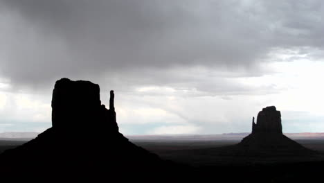Ominous-storm-clouds-move-quickly-over-Mitten-Buttes-in-Monument-Valley-Utah