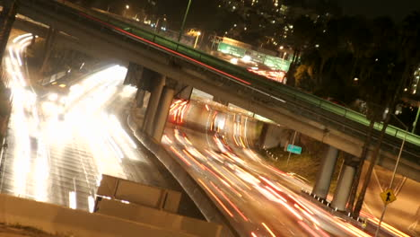 Timelapse-of-Los-Angeles-city-traffic-on-a-major-highway-at-night