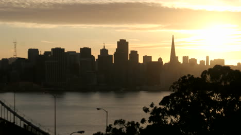 A-colorful-sky-fades-to-darkness-over-the-San-Francisco-skyline