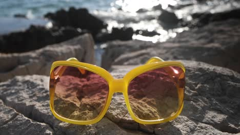 Yellow-Sunglasses-4K-00