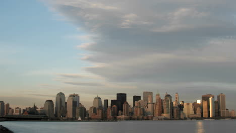 A-large-cloud-bank-gathers-above-the-New-York-City-skyline