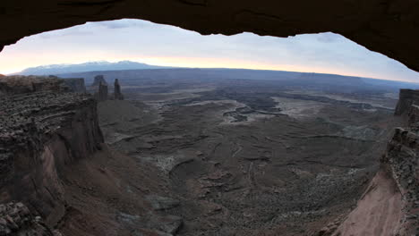 Bright-light-pierces-the-dark-horizon-during-goldenhour-at-Mesa-Arch-in-Canyonlands-National-Park