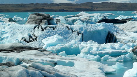 Icebergs-float-in-a-vast-blue-glacier-lagoon-in-the-interior-of-Iceland-1