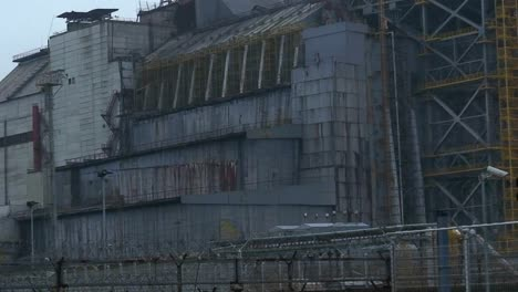 Zoom-out-from-the-abandoned-nuclear-reactor-at-Chernobyl