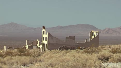 The-old-ghost-town-of-Rhyolite-Nevada-near-Death-Valley-national-park