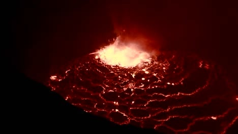 The-spectacular-Nyiragongo-volcano-erupts-at-night-in-the-Democratic-Republic-of-Congo-2