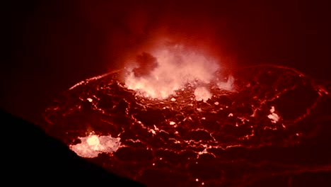 The-spectacular-Nyiragongo-volcano-erupts-at-night-in-the-Democratic-Republic-of-Congo-3