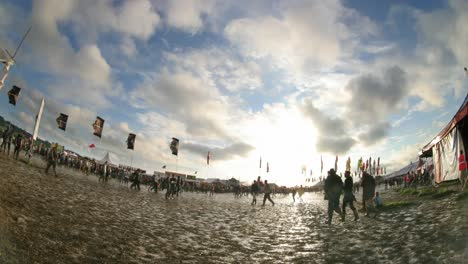 Glastonbury-Festival-Mud-00