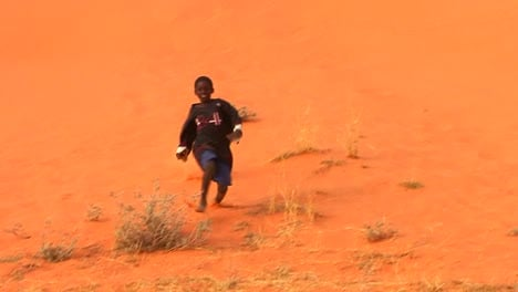 African-children-play-in-desert-sand-dunes-in-the-Sahara