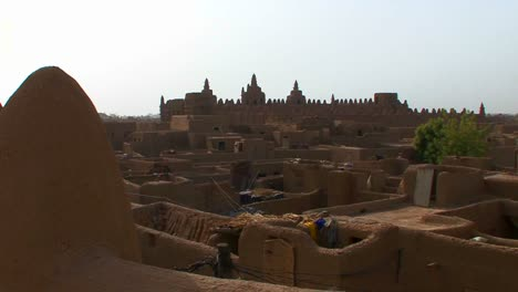 The-famous-mosque-at-Djenne-Mali