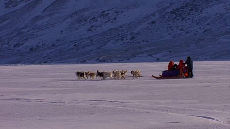 An-eskimo-dogsled-heads-across-the-frozen-tundra-in-the-distance-2