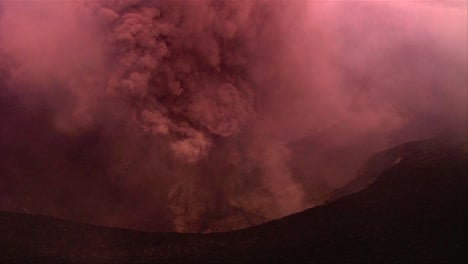 The-Nyiragongo-volcano-by-daylight-in-the-Democratic-Republic-of-Congo-2