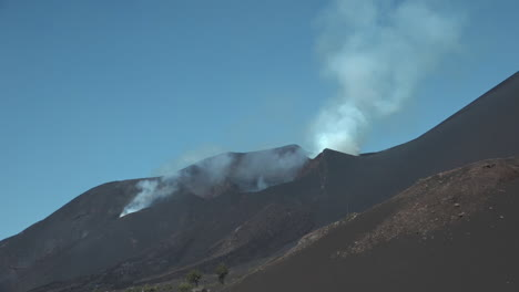 The-Cabo-Verde-volcano-erupts-on-Cape-Verde-Island-off-the-coast-of-Africa