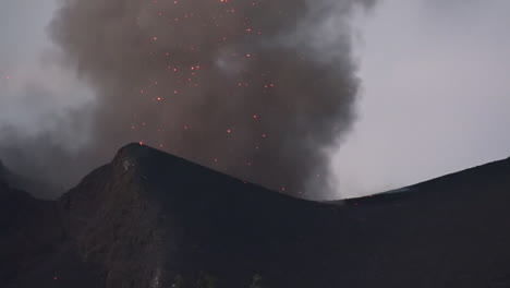 The-Cabo-Verde-volcano-erupts-on-Cape-Verde-Island-off-the-coast-of-Africa-1