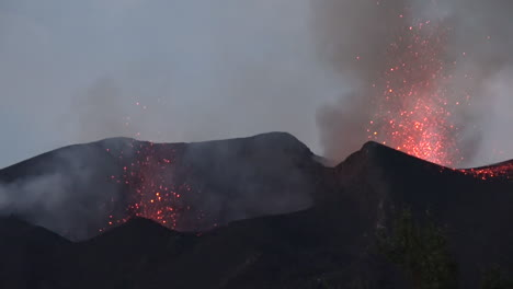 The-Cabo-Verde-volcano-erupts-on-Cape-Verde-Island-off-the-coast-of-Africa-3