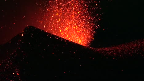 The-Cabo-Verde-volcano-erupts-at-night-in-spectacular-fashion-on-Cape-Verde-Island-off-the-coast-of-Africa-4