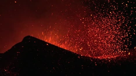 The-Cabo-Verde-volcano-erupts-at-night-in-spectacular-fashion-on-Cape-Verde-Island-off-the-coast-of-Africa-5