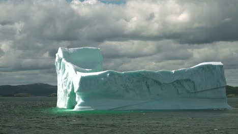 Real-time-flow-of-sea-ice-floating-past-grounded-icebergs-in-Newfoundland-waters