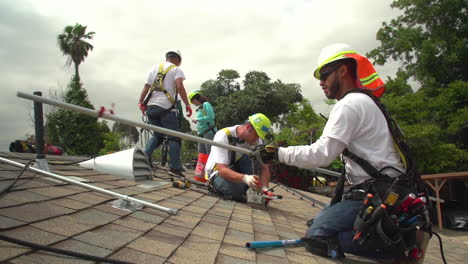 Workers-Install-Solar-Panels-On-The-Roof-Of-A-Middle-Class-House-1