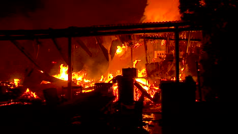 A-House-Burns-To-The-Ground-At-Night-During-The-Thomas-Fire-In-Ventura-And-Santa-Barbara-County-1