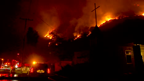 A-Hillside-Neighborhood-In-Ventura-California-Is-Threatened-At-Night-During-The-Thomas-Fire-1