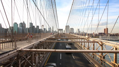 Brooklyn-Bridge-Cars-03