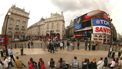 Piccadilly-Circus-Time-Lapse-Fisheye