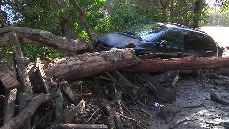 Fire-Crews-Inspect-Damage-From-The-Mudslides-In-Montecito-California-Following-The-Thomas-Fire-Disaster-2