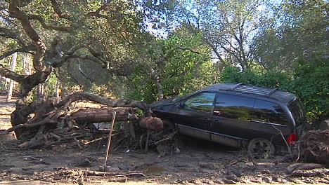 Fire-Crews-Inspect-Damage-From-The-Mudslides-In-Montecito-California-Following-The-Thomas-Fire-Disaster-3