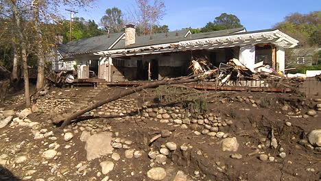 Fire-Crews-Inspect-Damage-From-The-Mudslides-In-Montecito-California-Following-The-Thomas-Fire-Disaster-5