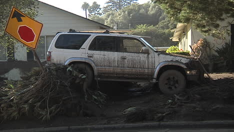 Fire-Crews-Inspect-Damage-From-The-Mudslides-In-Montecito-California-Following-The-Thomas-Fire-Disaster-9