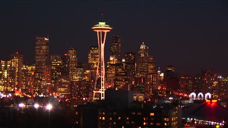 Seattle-S-Stunning-Skyline-At-Night-Looks-Golden-From-The-Many-Lights