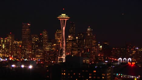 Seattle-S-Landmark-Space-Needle-Is-Truly-A-Standout-At-Night