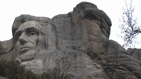 Faces-Of-Famous-President-Adorn-Mt-Rushmore