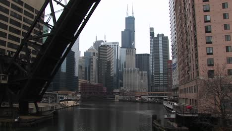 Longshot-Of-The-Chicago-Cityskyline-From-The-River