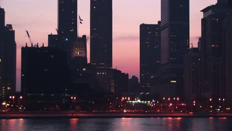 Chicago-S-Lakeshore-Drive-Is-Busy-With-Traffic-During-Goldenhour