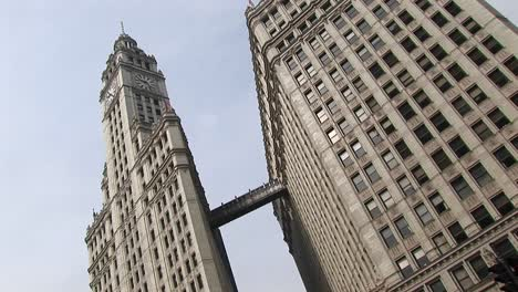 Chicago-S-Landmark-Wrigley-Building-Towers-Are-Connected-By-A-Walkway